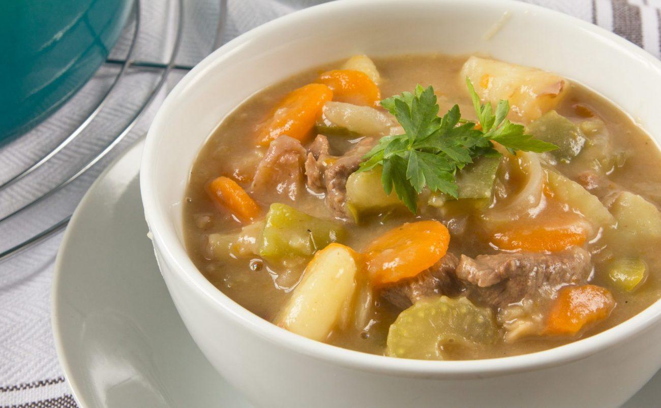 Суп по-австралийски из говядины с сельдереем и картофелем