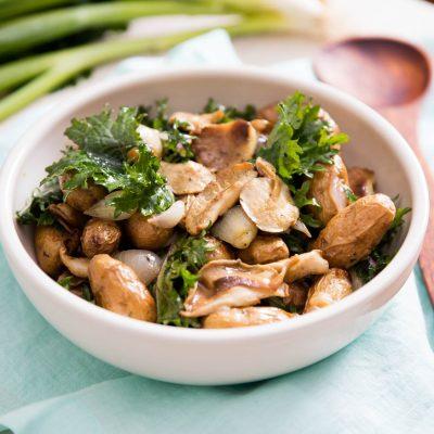 Теплый салат из картофеля с грибами - рецепт с фото