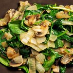 Тёплый салат с шампиньонами и луком