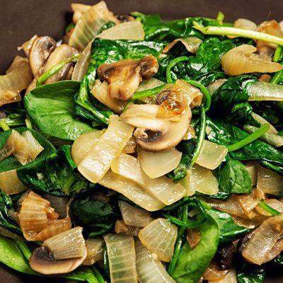 Тёплый салат с шампиньонами и луком - рецепт с фото