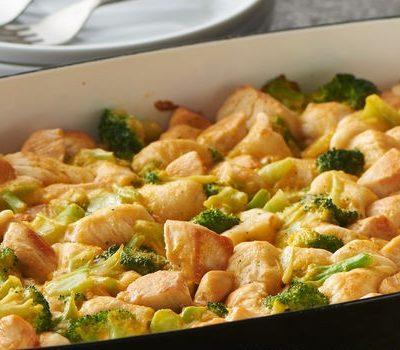 Запеченное куриное филе с брокколи и тестом - рецепт с фото
