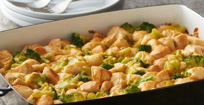 Запеченное куриное филе с брокколи и тестом