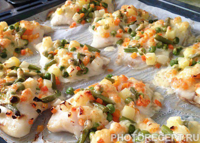 Фото рецепта - Запеченное рыбное филе с овощами и сыром - шаг 6