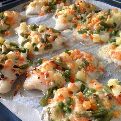 Запеченное рыбное филе с овощами и сыром - рецепт с фото