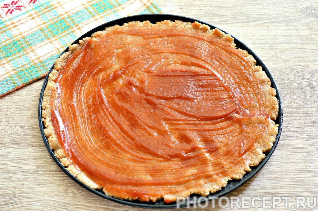 Фото рецепта - Вкусная пицца с сосисками и копченой колбасой - шаг 1