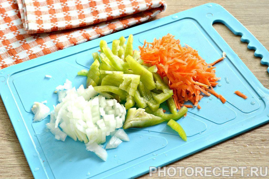 Фото рецепта - Печень куриная, тушеная с овощами на сковороде - шаг 1