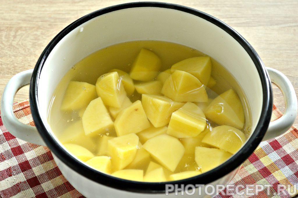 Фото рецепта - Картофель, тушеный с баклажанами и фаршем - шаг 1