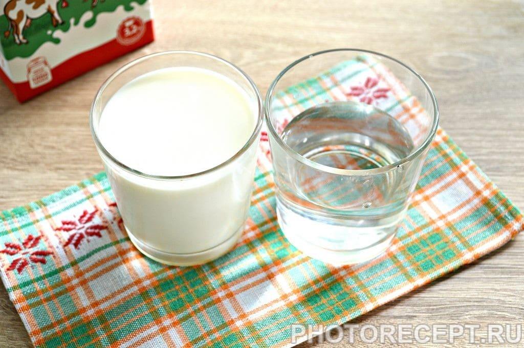 Фото рецепта - Манная каша на молоке и воде со сливочным маслом - шаг 1