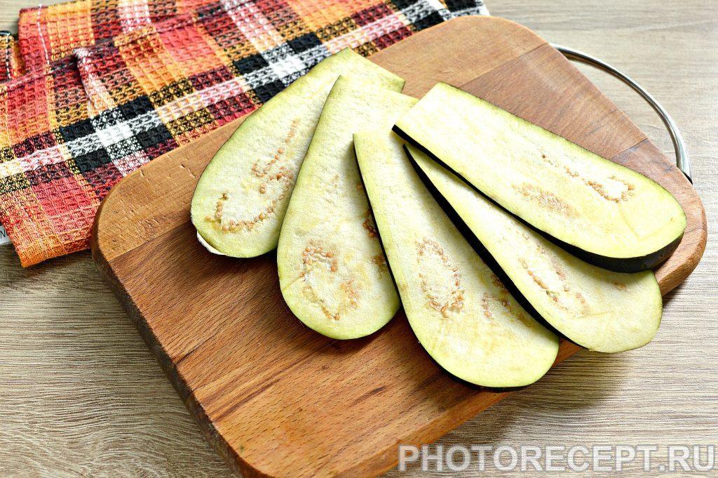 Фото рецепта - Вкусные рулетики из баклажан с корейской морковкой и помидорами - шаг 1