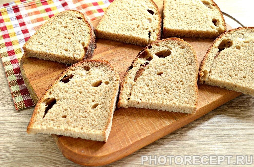 Фото рецепта - Бутерброды с соленой горбушей - шаг 1