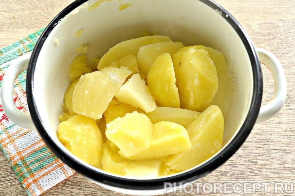 Фото рецепта - Картофельное пюре с жареными грибами и луком - шаг 1