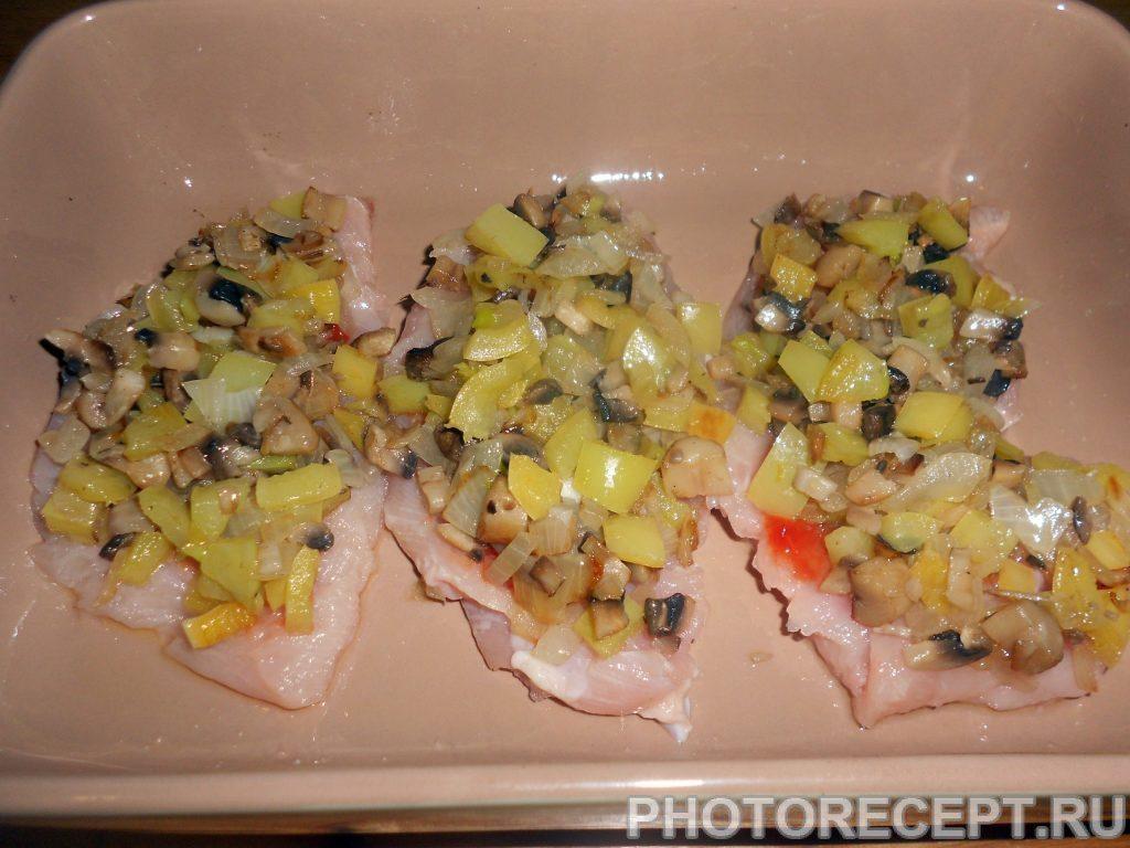 """Фото рецепта - Куриное филе под овощами """"Венеция"""" - шаг 8"""