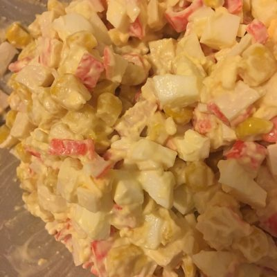 Любимый салат с крабовыми палочками - рецепт с фото