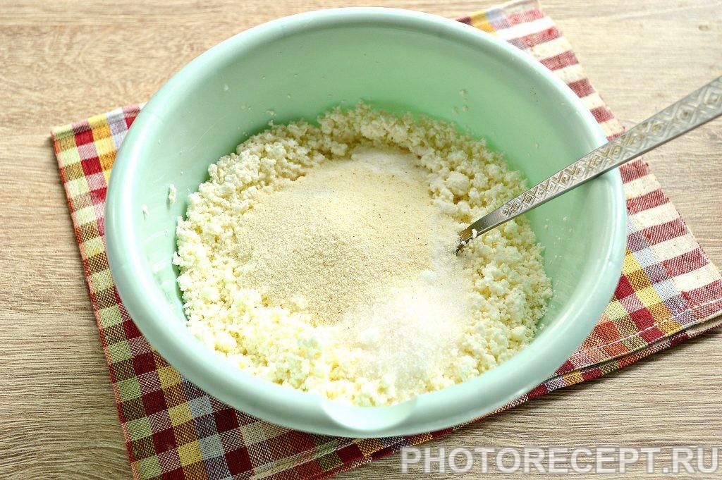 Фото рецепта - Нежные творожные оладьи с ванилином - шаг 2