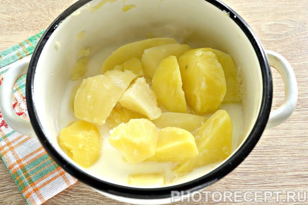 Фото рецепта - Картофельное пюре с жареными грибами и луком - шаг 2
