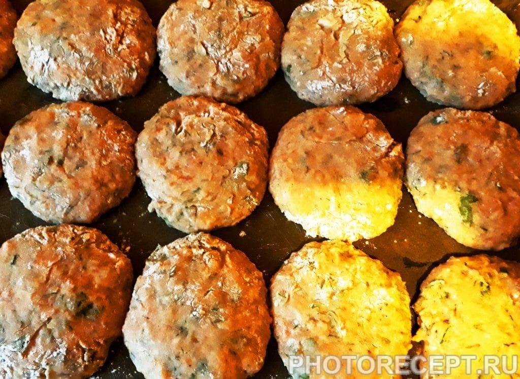 Фото рецепта - Рыбные котлеты с плавленым сыром, запеченные в духовке - шаг 7