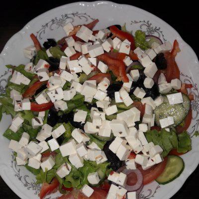 Фото рецепта - Греческий салат домашний - шаг 3