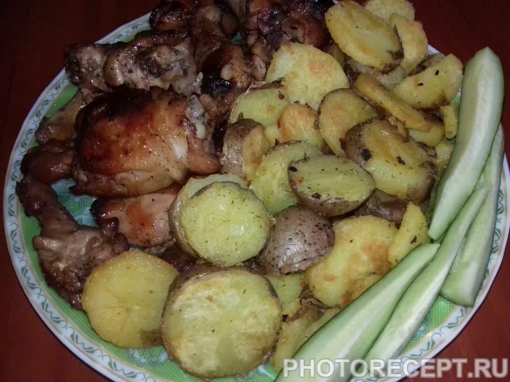 Фото рецепта - Запеченная курица с картошкой - шаг 3
