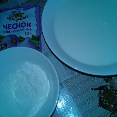 Фото рецепта - Куриное мясо с грибами в белом соусе - шаг 3