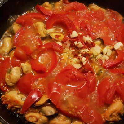 Фото рецепта - Острый суп с мидиями из Туниса - шаг 5