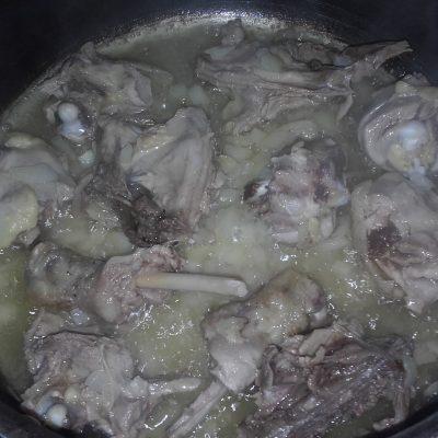 Фото рецепта - Гречка с куриными окорочками - шаг 4