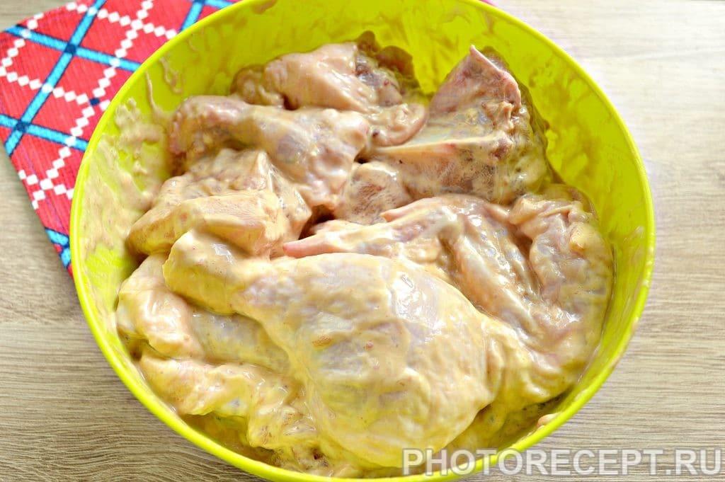 Фото рецепта - Курица в сырном соусе, запеченная с овощами - шаг 3
