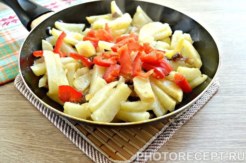 Фото рецепта - Картофель, жаренный с опятами и овощами - шаг 3
