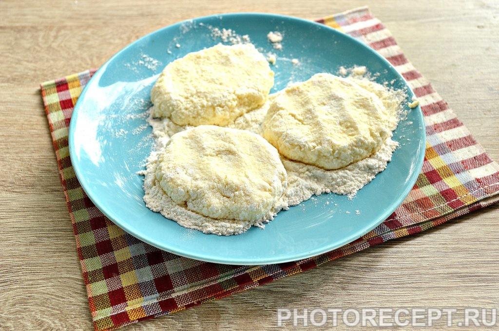 Фото рецепта - Нежные творожные оладьи с ванилином - шаг 4
