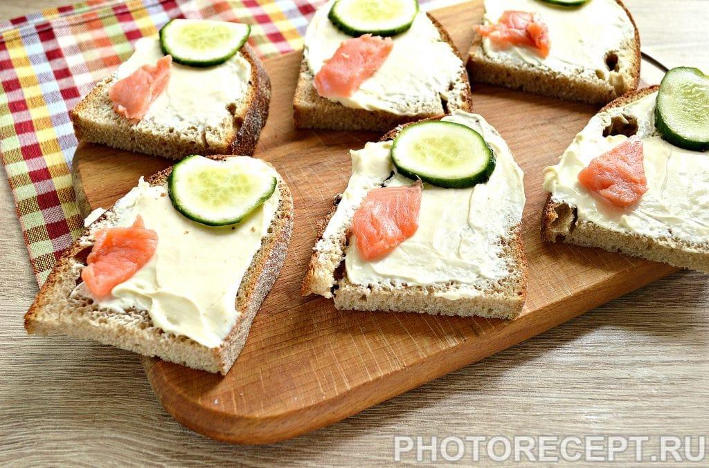 Фото рецепта - Бутерброды с соленой горбушей - шаг 4
