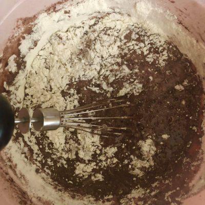 Фото рецепта - Шоколадный влажный кекс со вкусом Брауни - шаг 5