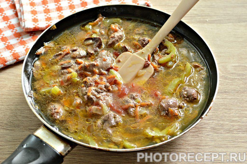 Фото рецепта - Печень куриная, тушеная с овощами на сковороде - шаг 5