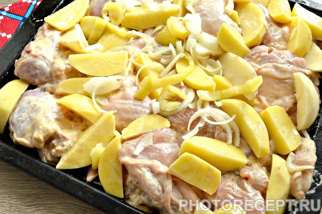 Фото рецепта - Курица в сырном соусе, запеченная с овощами - шаг 5