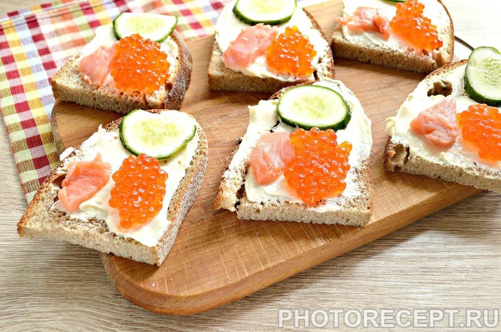 Фото рецепта - Бутерброды с соленой горбушей - шаг 5