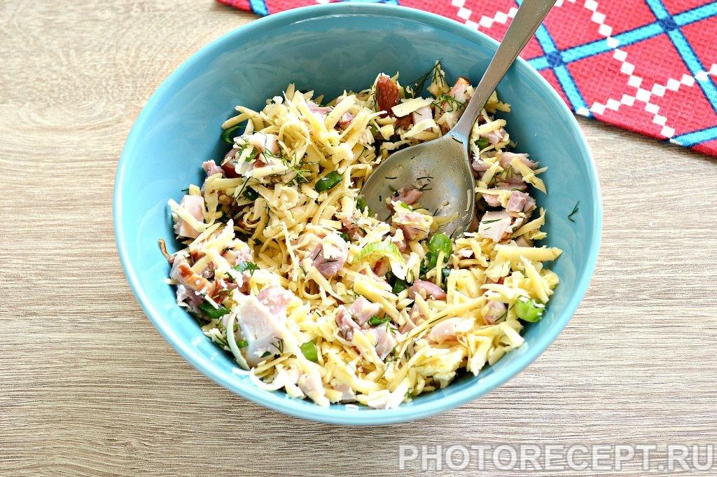 Фото рецепта - Блины с начинкой из копченой курицы и сыра - шаг 5