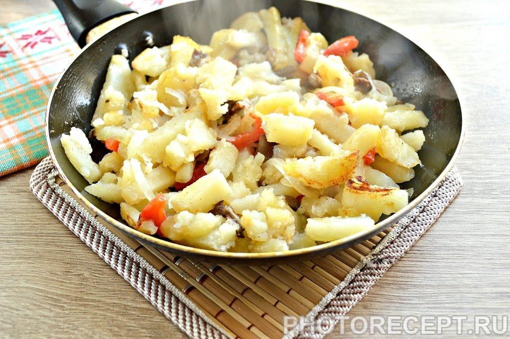 Фото рецепта - Картофель, жаренный с опятами и овощами - шаг 5