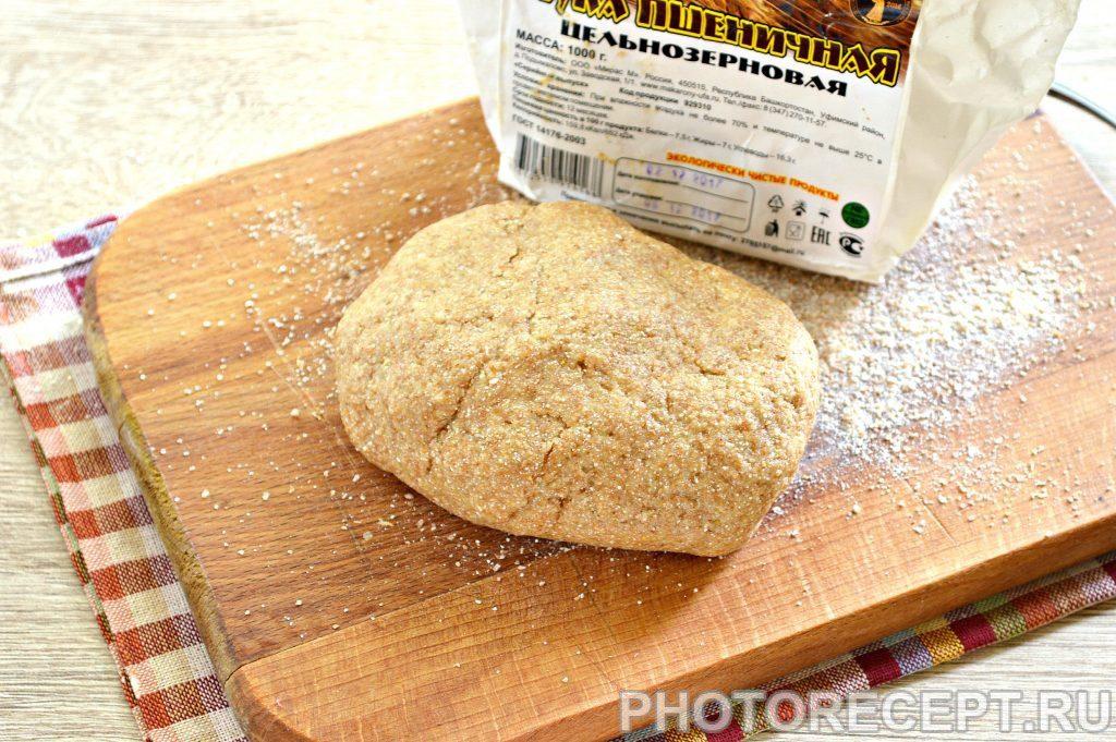 Фото рецепта - Быстрое тесто для пиццы на майонезе с цельнозерновой мукой - шаг 6