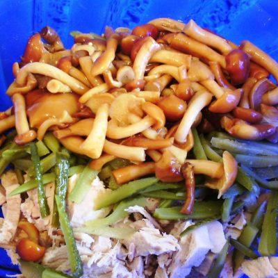Мясной салат с грибами - рецепт с фото