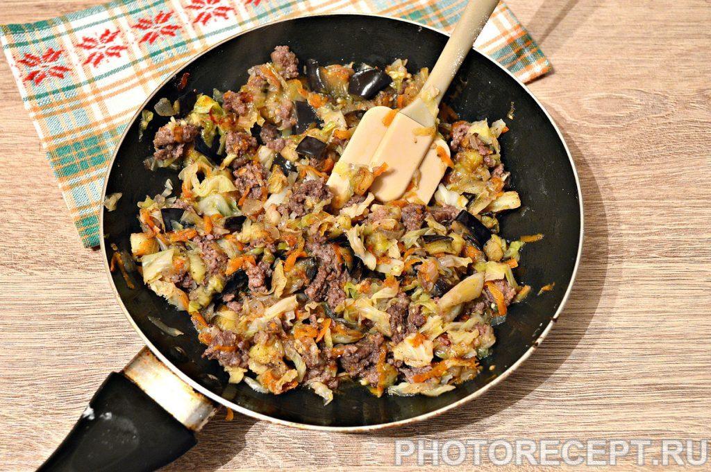 Фото рецепта - Капуста, тушенная с баклажанами и фаршем - шаг 6