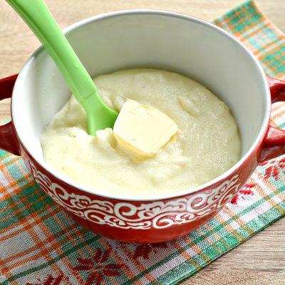 Манная каша на молоке и воде со сливочным маслом - рецепт с фото