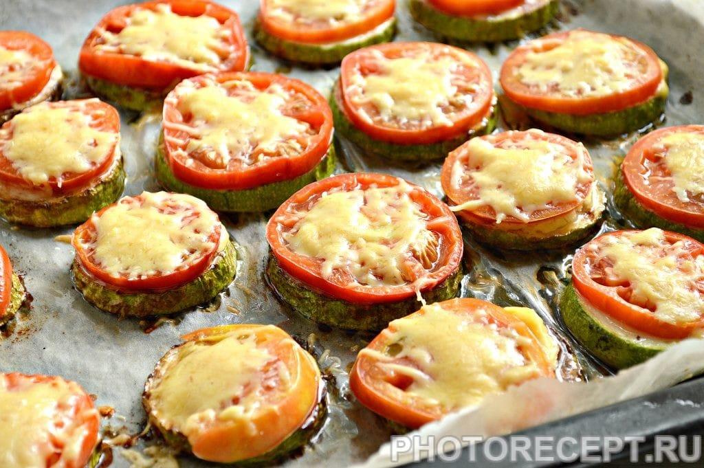 Фото рецепта - Кабачки с помидорами и сыром в духовке - шаг 6