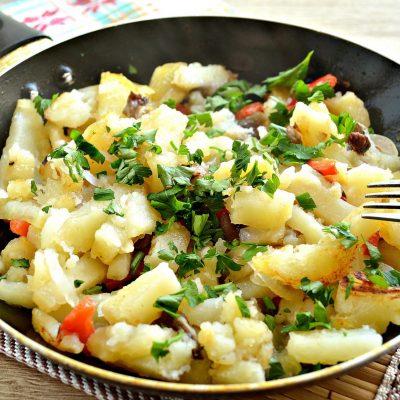 Картофель, жаренный с опятами и овощами - рецепт с фото