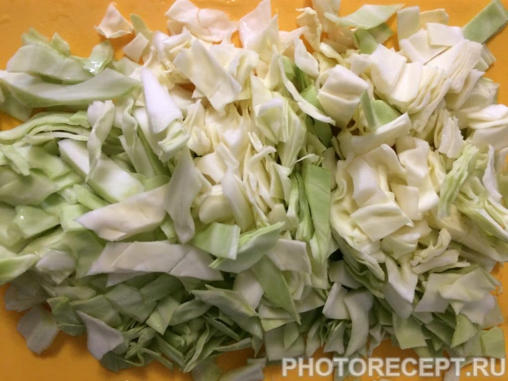 Фото рецепта - Тушеная капуста с курицей и помидорами - шаг 4
