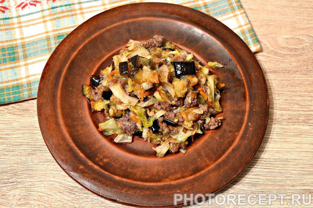 Фото рецепта - Капуста, тушенная с баклажанами и фаршем - шаг 7