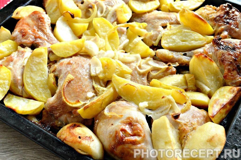 Фото рецепта - Курица в сырном соусе, запеченная с овощами - шаг 6