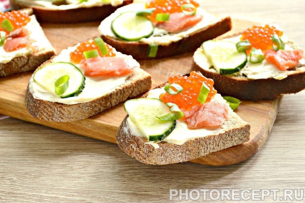 Фото рецепта - Бутерброды с соленой горбушей - шаг 6