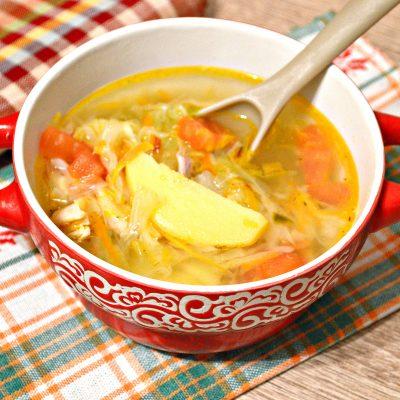 Щи со свежей капустой и курицей - рецепт с фото