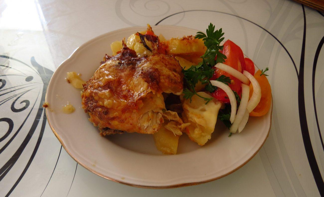 Курица в аджике запеченная с картошкой от холостяка