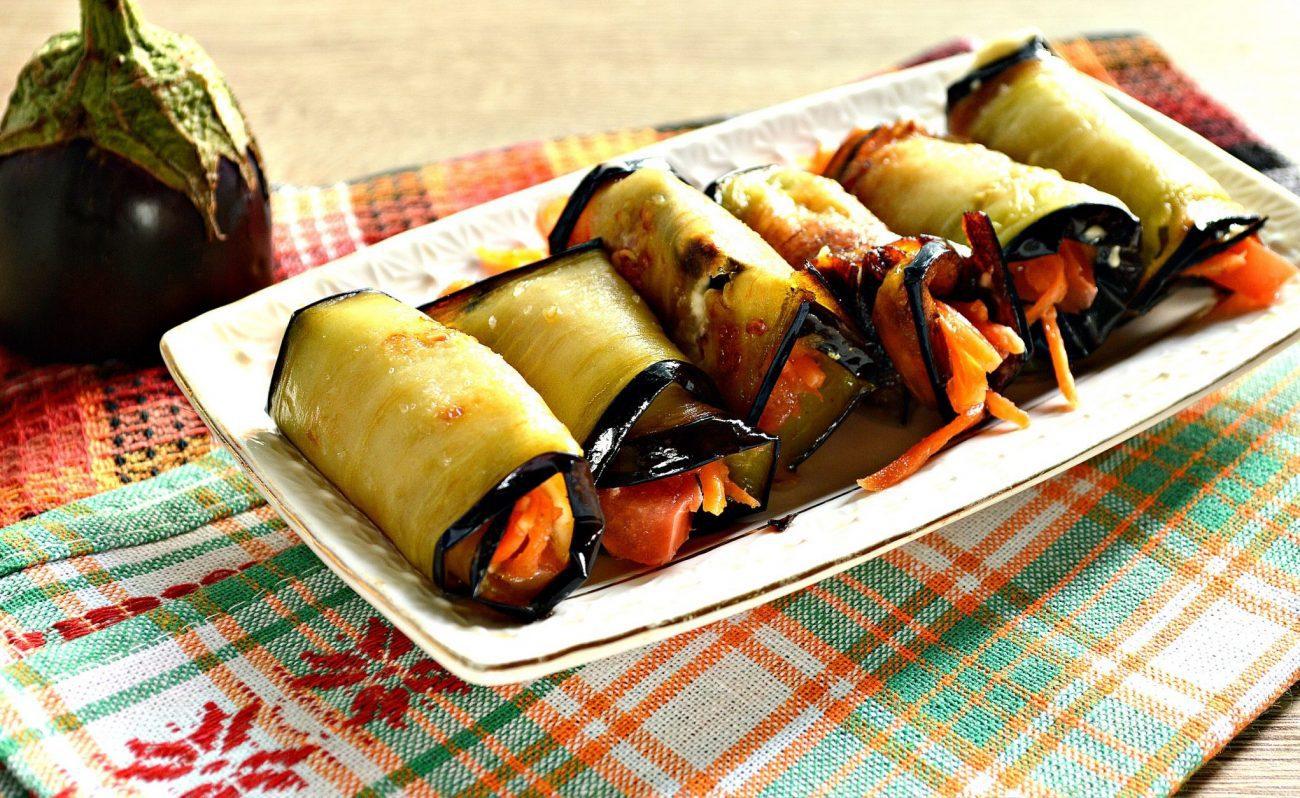 Вкусные рулетики из баклажан с корейской морковкой и помидорами