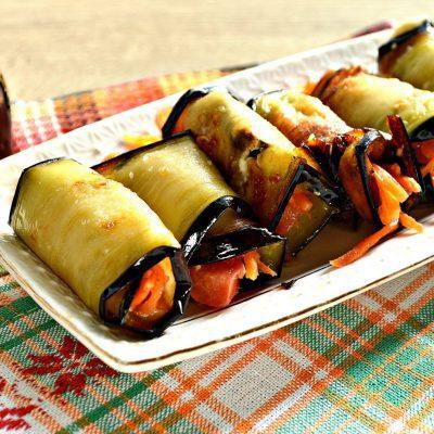 Вкусные рулетики из баклажан с корейской морковкой и помидорами - рецепт с фото