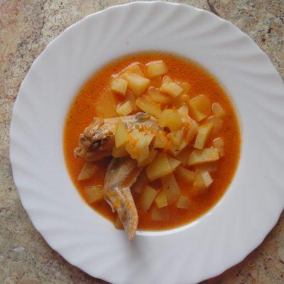 Куриные крылья с картофелем в мультиварке - рецепт с фото